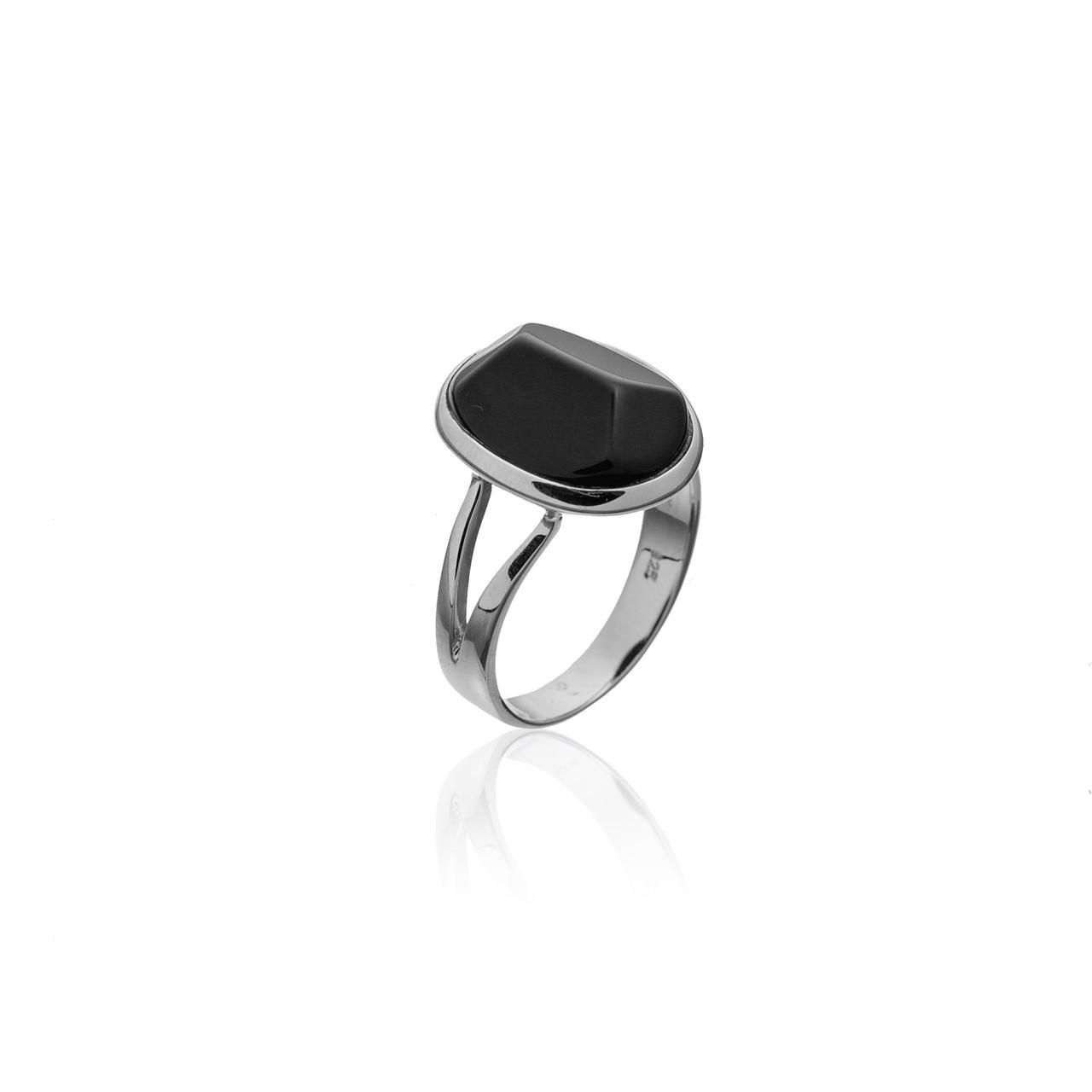 Серебряное кольцо с натуральным камнем. Вставка: черный оникс размер: 17 р, покрытие родий, вес: 4,3