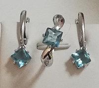 Серебряный комплект (набор) с подвесным фианитом. Вставка: голубые фианиты размер: 17,5, покрытие ро