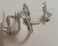 Серебряный комплект (набор). Вставка: белые фианиты, вес: 5,6 гр, размер: 16, покрытие родий