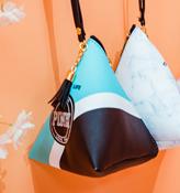 Модная треугольная сумка (голубая с черной и белой полоской)