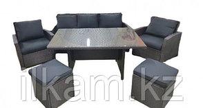 Мебельный комплект из ротанга: стол,диван,два кресла, пуфик.