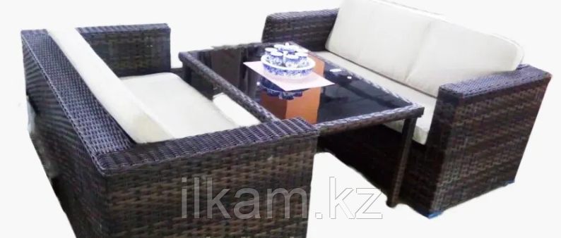 Комплект мебели из ротанга. Два диванчика и столик.