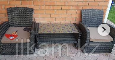 Комплект мебели кофейный столик,диванчик, два кресла
