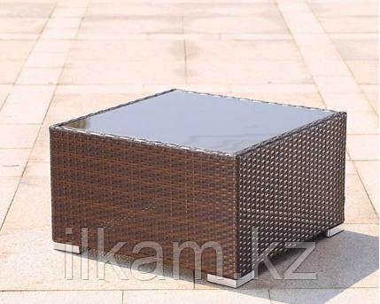 Журнальный столик из ротанга, квадратный.