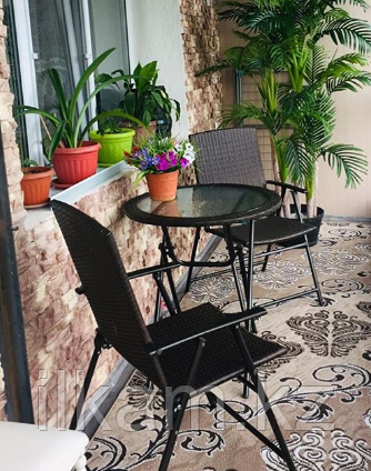 Комплект мебели из ротанга: 2 легких изящных стула, стол круглый стеклянный