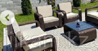 Комплект мебели  из ротанга. Два диванчика, два кресла и оригинальный журнальный столик