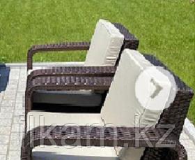 Комплект мебели  из ротанга. Два диванчика, два кресла и оригинальный журнальный столик, фото 2
