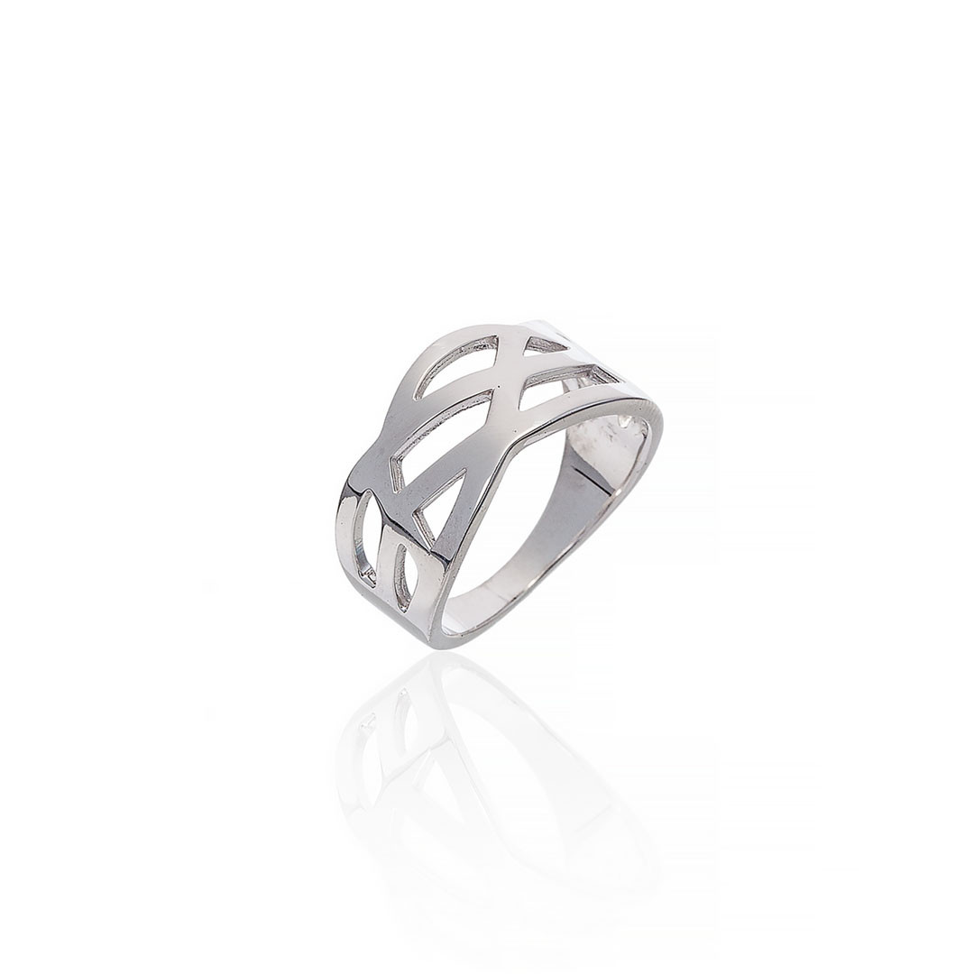 Серебряное кольцо с вырезами. Вес: 4,4 гр, размер: 17,5, покрытие родий