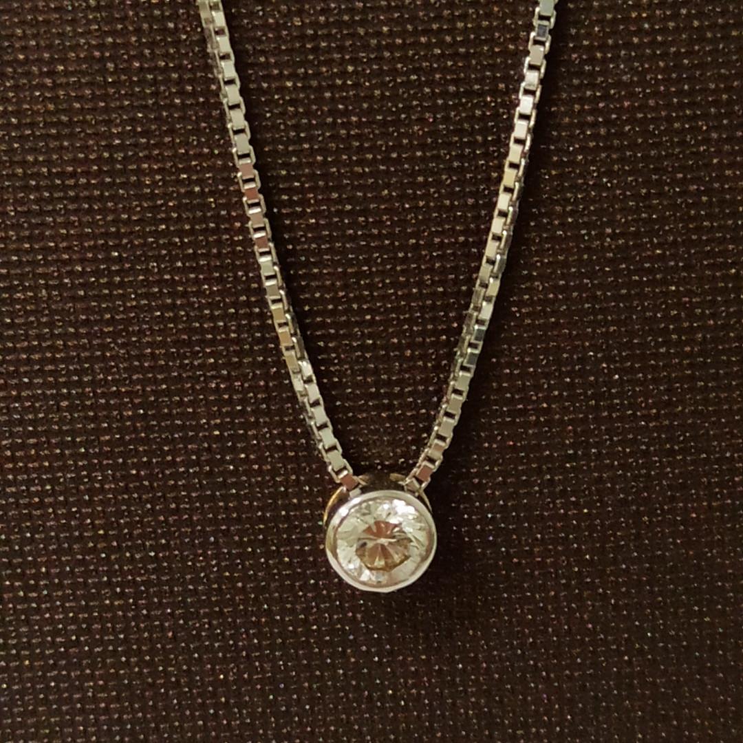 Колье с бриллиантом