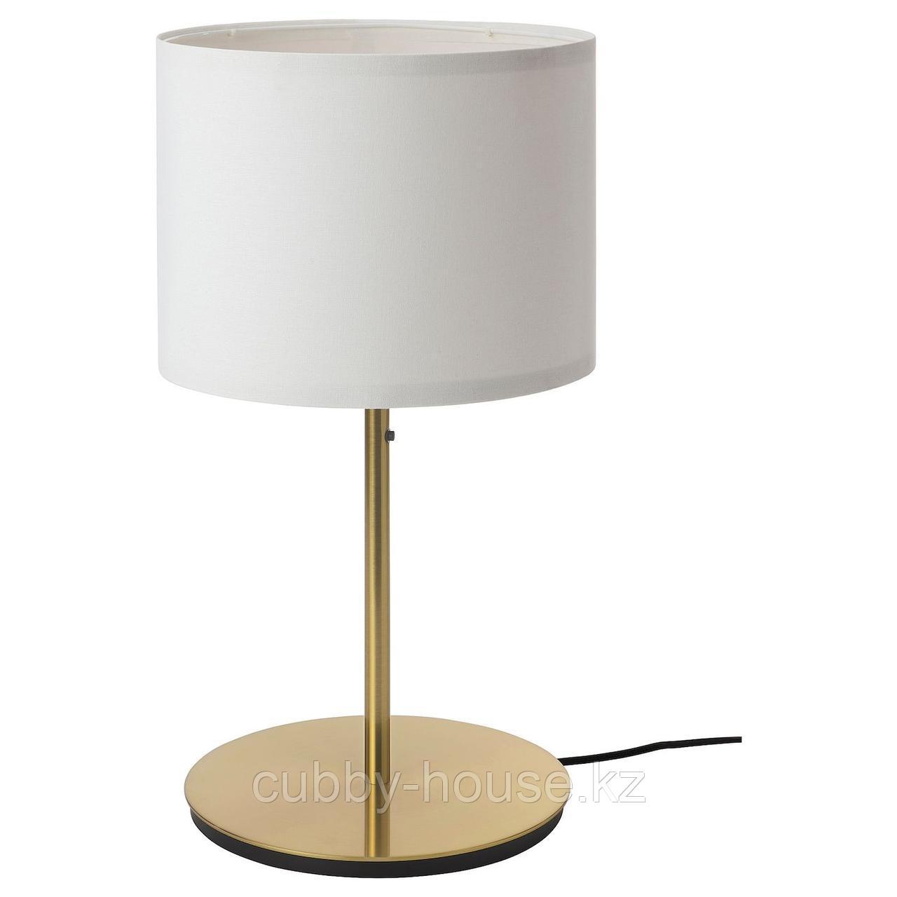 РИНГСТА / СКАФТЕТ Лампа настольная, белый, латунь, 56 см