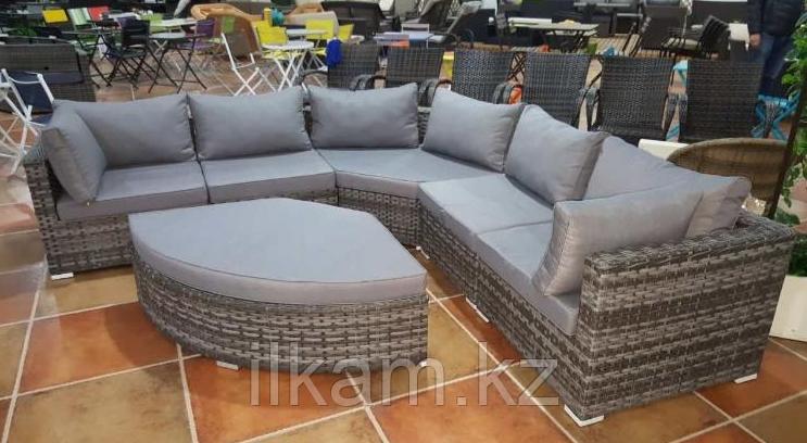 Комплект мебели угловой с оригинальным столиком в виде сегмента круга, фото 2