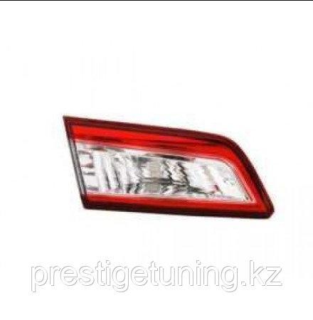 Задний фонарь левый (L) на багажнике на Camry V50 2011-14 SE/LE/XLE