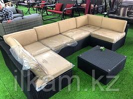 Комплект мебели из ротанга. Модульный угловой диван с квадратным пуфиком