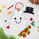 Набор для творчества - создай ёлочное украшение из фетра «Снеговичок в шапочке», фото 2