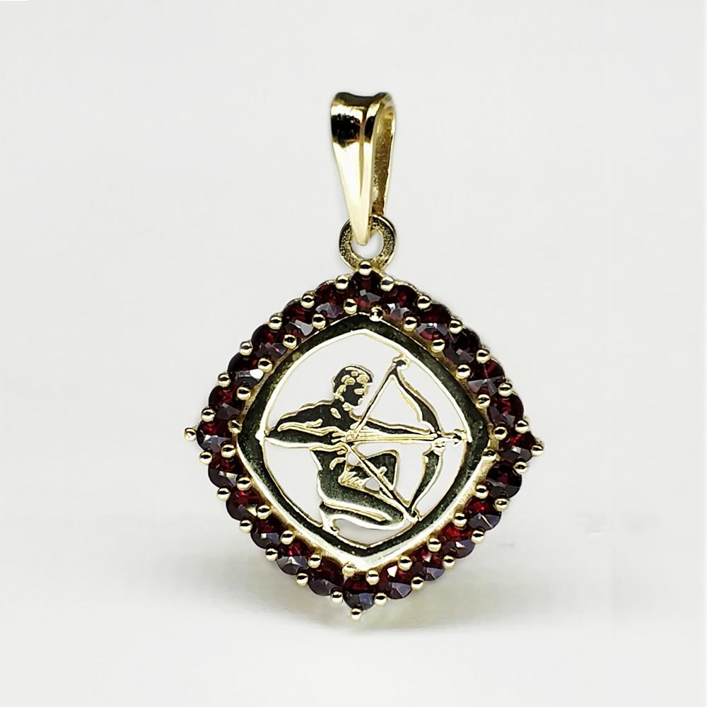 Кулон из позолоченного серебра с природным богемским гранатом