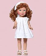 Паулина в белом вышитом платье