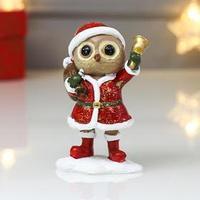 Сувенир полистоун 'Совёнок в костюме Деда Мороза с колоколом' красный с зелёным 9х5,8х3,8 см