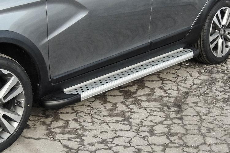 """Пороги алюминиевые """"Standart Silver"""" 1800 серебристые Lada Vesta SW Cross"""