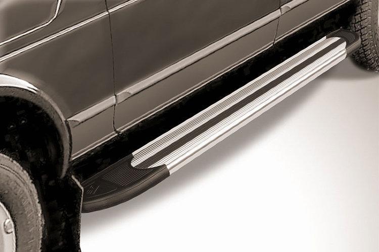 "Пороги алюминиевые ""Luxe Silver"" 1700 серебристые Lada 4x4 (ВАЗ 21213 NIVA 5-дверная)"
