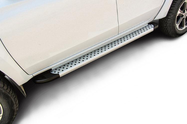 """Пороги алюминиевые """"Standart Silver"""" 1800 серебристые Mitsubishi L-200 (2018)"""
