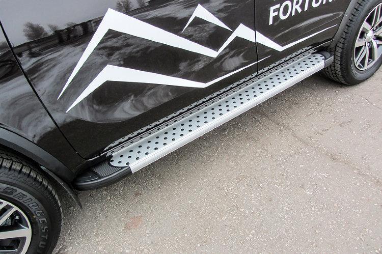 Пороги алюминиевые Standart Silver 1800 серебристые Toyota Fortuner (2017)