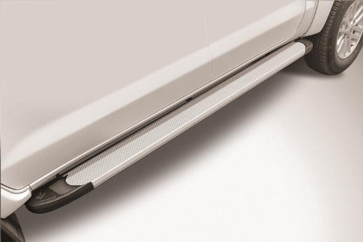 """Пороги алюминиевые """"Optima Silver"""" 2000 серебристые Toyota Hilux (2015)"""