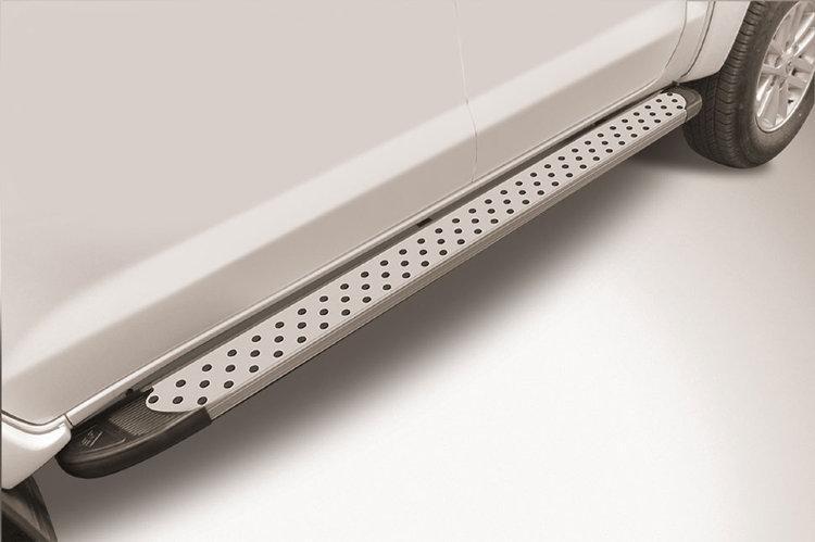 """Пороги алюминиевые """"Standart Silver"""" 2000 серебристые Toyota Hilux (2015)"""