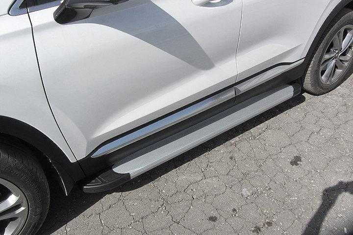 """Пороги алюминиевые """"Optima Silver"""" 1800 серебристые на Hyundai SANTA-FE (2018)"""