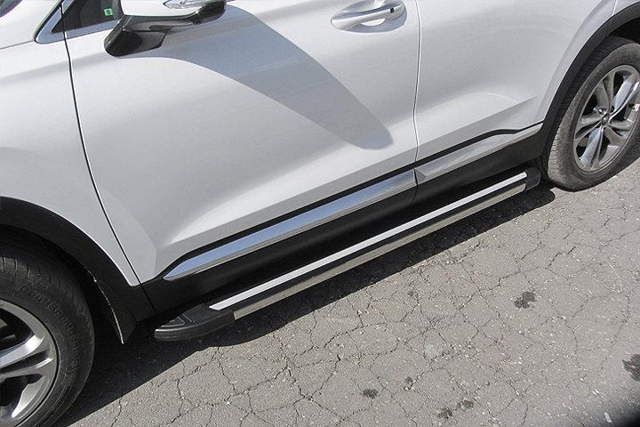 """Пороги алюминиевые """"Luxe Black"""" 1800 черные на Hyundai SANTA-FE (2018)"""