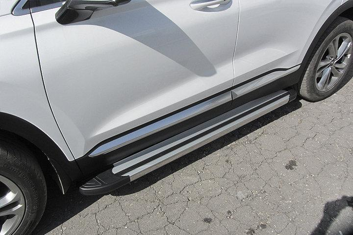 "Пороги алюминиевые ""Luxe Silver"" 1800 серебристые на Hyundai SANTA-FE (2018)"