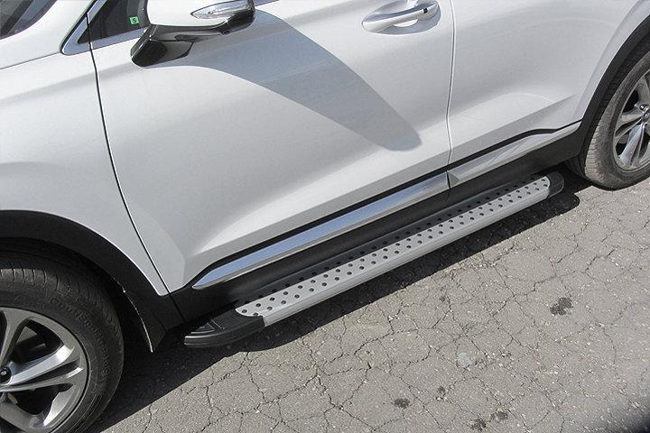"""Пороги алюминиевые """"Standart Silver"""" 1800 серебристые на Hyundai SANTA-FE (2018)"""