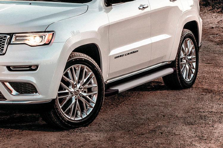 """Пороги алюминиевые """"Optima Silver"""" 1550 серебристые Jeep GRAND CHEROKEE (2013)"""