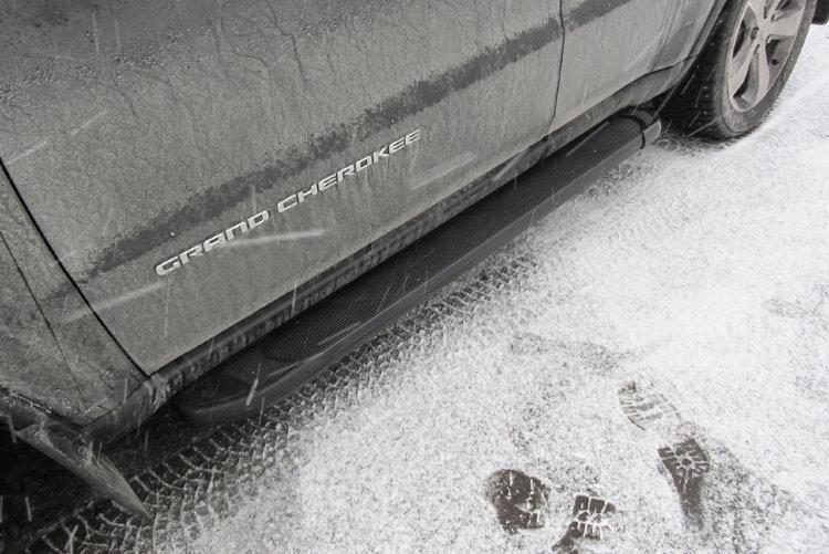 """Пороги алюминиевые """"Optima Black"""" 1550 черные JEEP Grand Cherokee (2011)"""