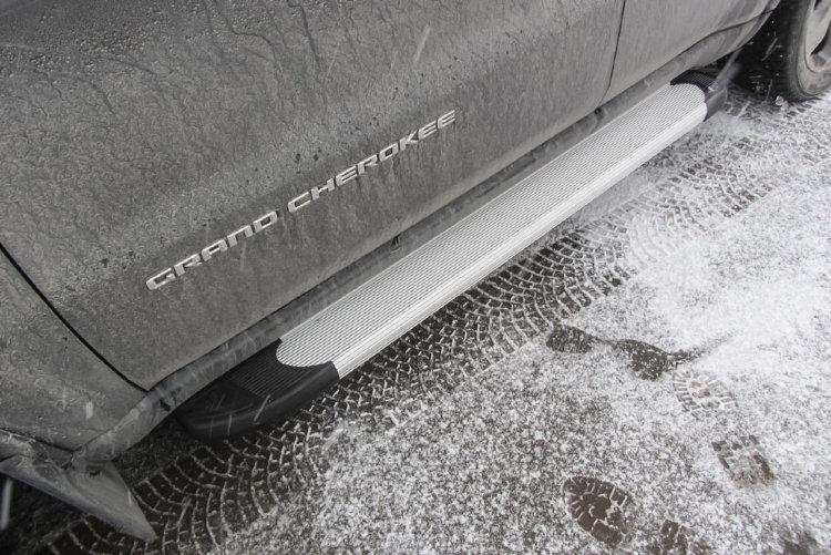 """Пороги алюминиевые """"Optima Silver"""" 1550 серебристые JEEP Grand Cherokee (2011)"""