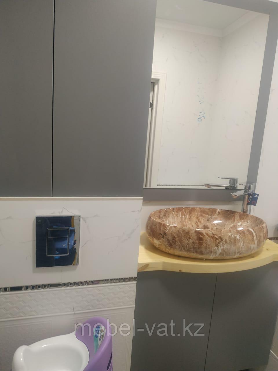 Тумба, зеркало и шкаф в ванную