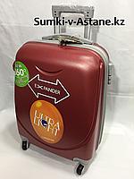 Маленький пластиковый дорожный чемодан на 4-х колесах. Высота 53 см, длина 35 см, ширина 25 см.