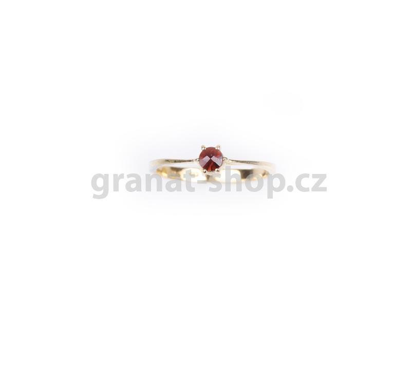Кольцо из позолоченного серебра с природным богемским гранатом