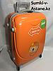 Средний пластиковый дорожный чемодан на 4-х колесах Longstar.Высота 63 см, ширина 42 см, глубина 22 см.