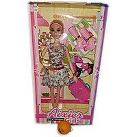 Кукла с чемоданом и модными сапожками