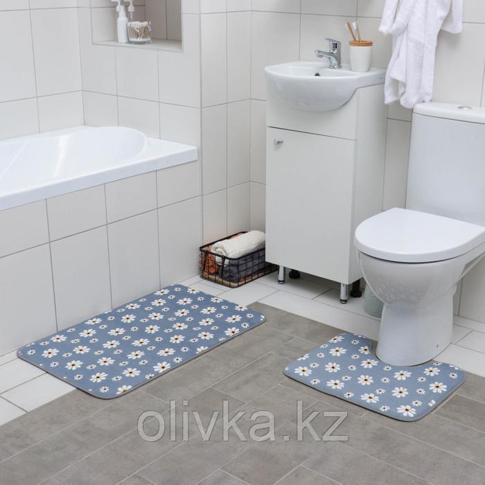 Набор ковриков для ванны и туалета «Ромашки», 2 шт: 50×80, 40×50 см, цвет серый