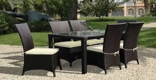 Стол со стульями из ротанга
