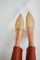 Нюдовые кожаные мюли с острым мысом и низким каблуком Lera Nena