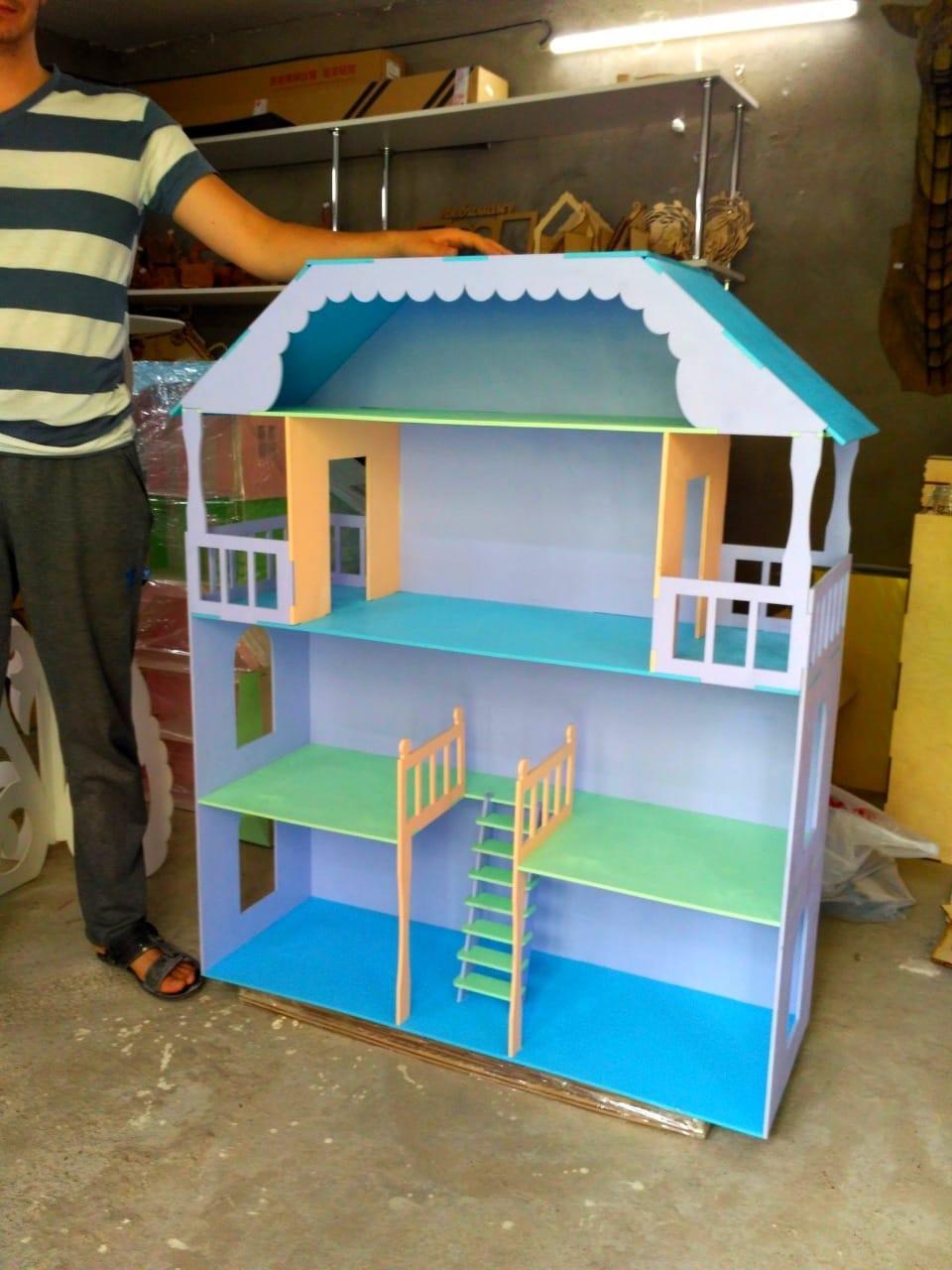 Огромный кукольный домик (без мебели)