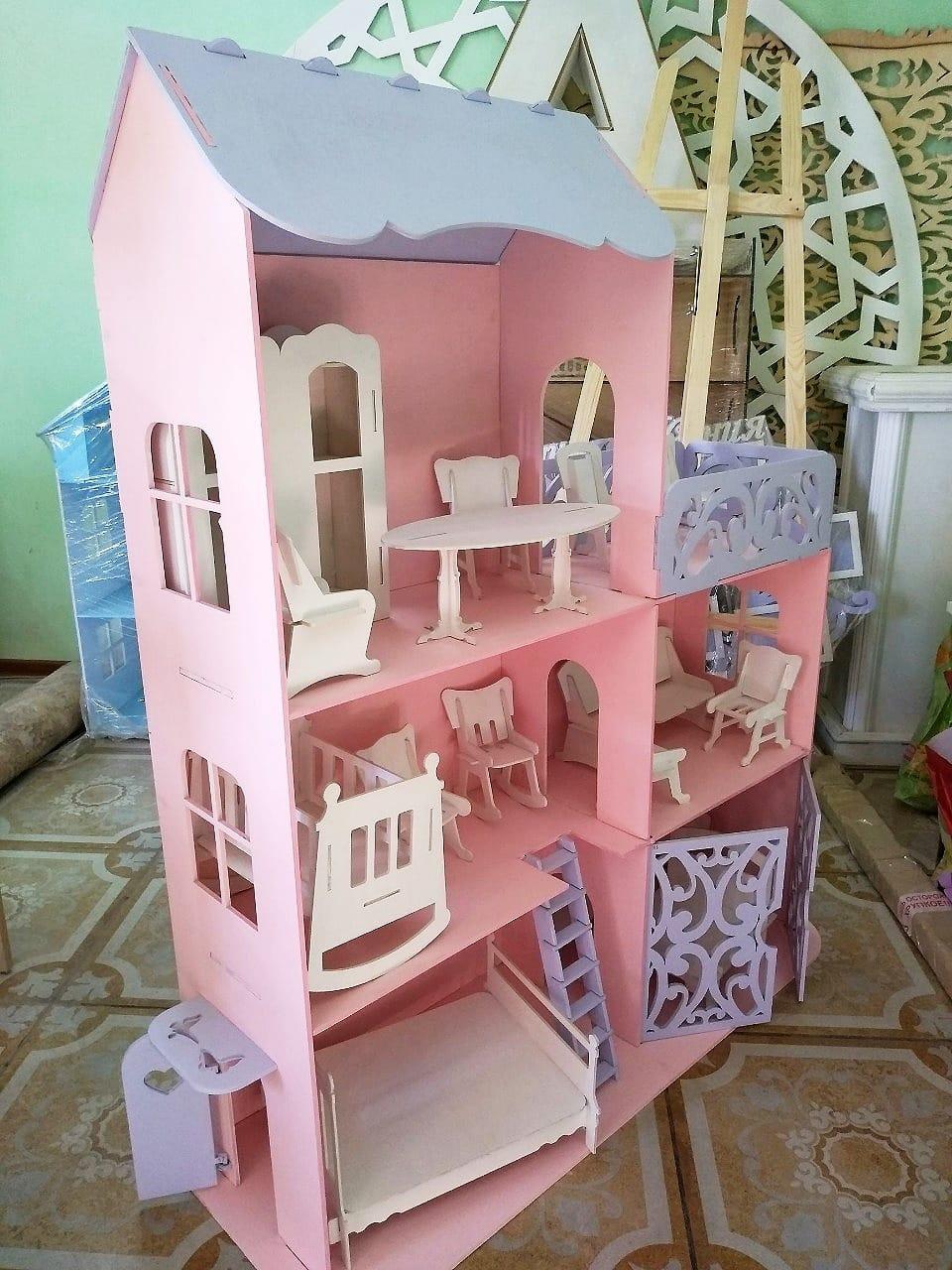 Большой кукольный домик (без мебели)
