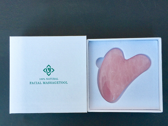 Скребок Гуаша из розового кварца в подарочной коробке, фото 2