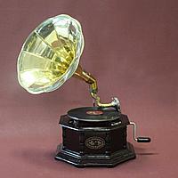 Граммофон. 5 старинных пластинок в подарок покупателю.