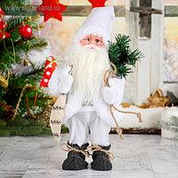 Дед мороз в белом полушубке с мешком, двигается, без музыки