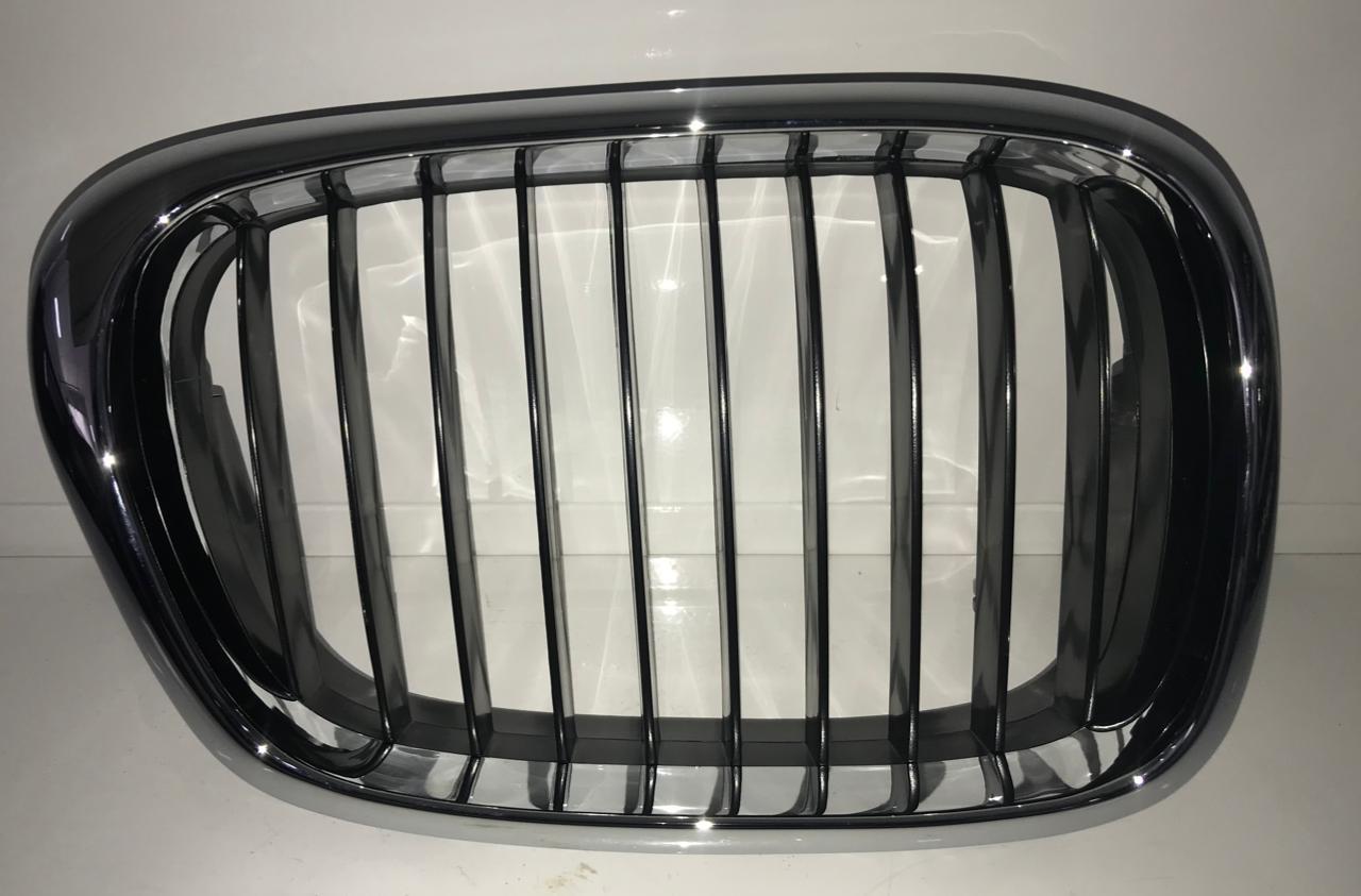 Решетка радиатора BMW E39 - фото 1