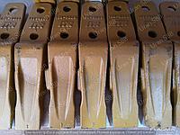 Зуб ковша на экскаватор-погрузчик Caterpillar Кат 428, 432
