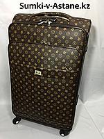 Большой дорожный чемодан на 4-х колесах.Высота 78 см, ширина 45 см, глубина 28 см.